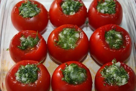 заполняем помидоры начинкой